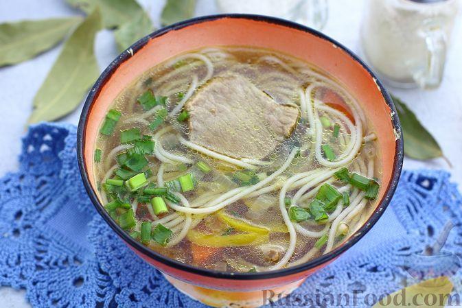 Фото к рецепту: Говяжий суп с рисовой лапшой