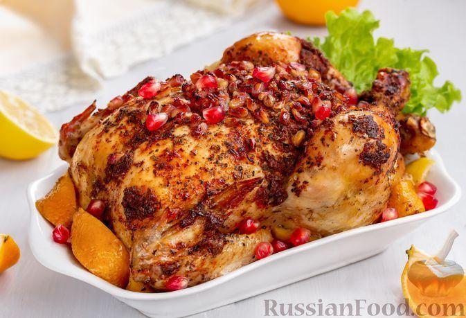 Фото к рецепту: Курица, запечённая с гранатом, мандарином и лимоном (в рукаве)
