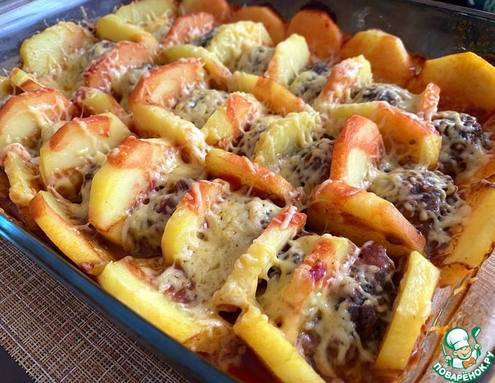 Рецепт: Картофель с мясными шариками в духовке под сыром