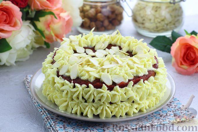 Фото к рецепту: Торт из картофельно-миндального бисквита с вишнёвым конфитюром и белым ганашем