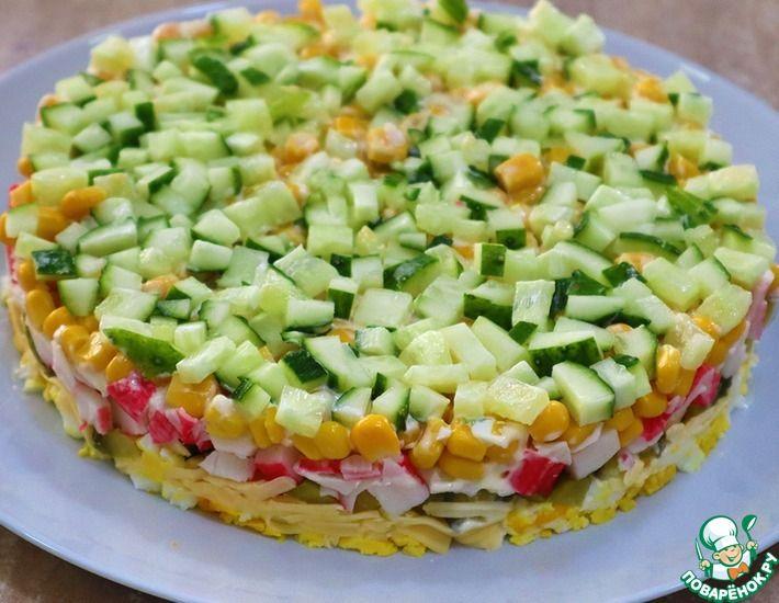 Рецепт: Крабовый салат с соленым огурцом