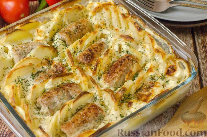 Фото к рецепту: Мясные рулетики с омлетом, запечённые с картофелем и сливками