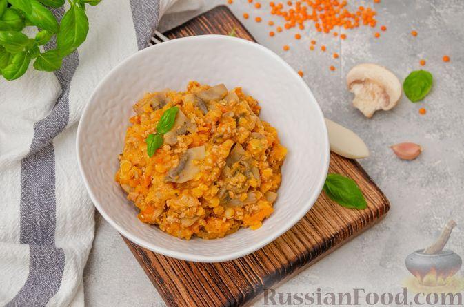 Фото к рецепту: Чечевица с мясным фаршем и грибами (на сковороде)