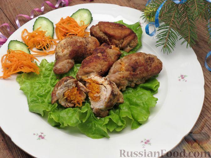 Фото к рецепту: Рулеты из свинины с морковью по-корейски