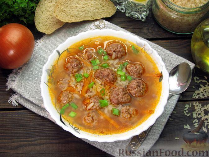 Фото к рецепту: Рисовый суп с мясными фрикадельками и томатной пастой