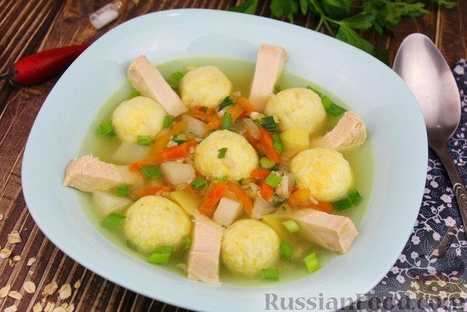 Фото к рецепту: Куриный суп с яичными шариками, овсяными хлопьями и сладким перцем