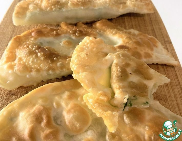 Рецепт: Чебуреки со шпинатом и сыром