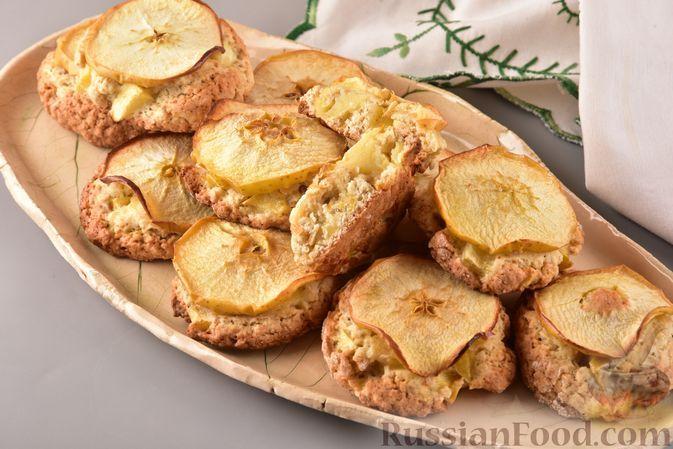 Фото к рецепту: Овсяное печенье с яблоками