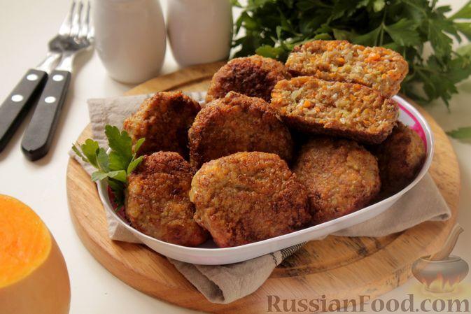 Фото к рецепту: Котлеты из мясного фарша с пекинской капустой, картофелем и тыквой