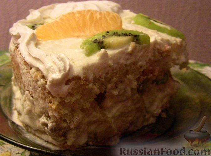 Фото к рецепту: Бисквитный торт с зефиром и фруктами