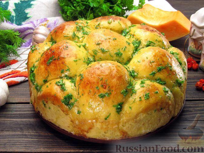 Фото к рецепту: Тыквенные пампушки с чесноком и зеленью