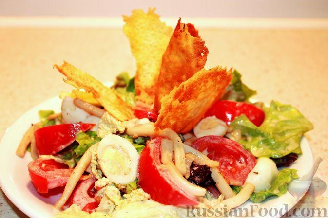 Фото к рецепту: Салат с кальмарами, яйцами и овощами