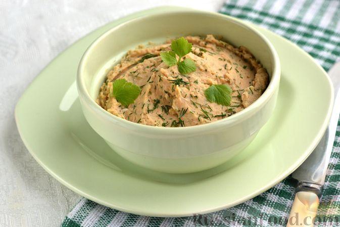 Фото к рецепту: Паштет из консервированной фасоли и жареного лука