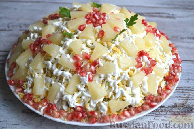 Фото к рецепту: Салат с курицей и ананасами
