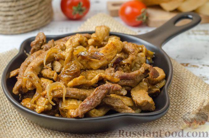 Фото к рецепту: Жареное мясо с луком и соевым соусом (горячая мясная сковородка)