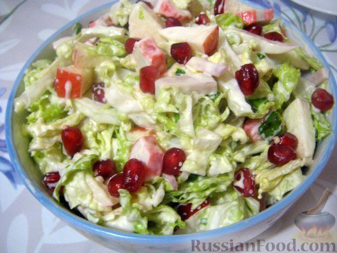 Фото к рецепту: Салат с кальмарами и зернами граната