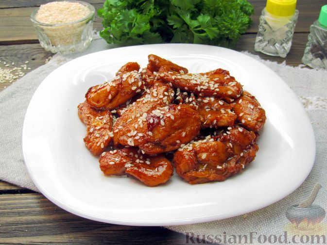 Фото к рецепту: Курица в карамельном соусе с чесноком и соевым соусом