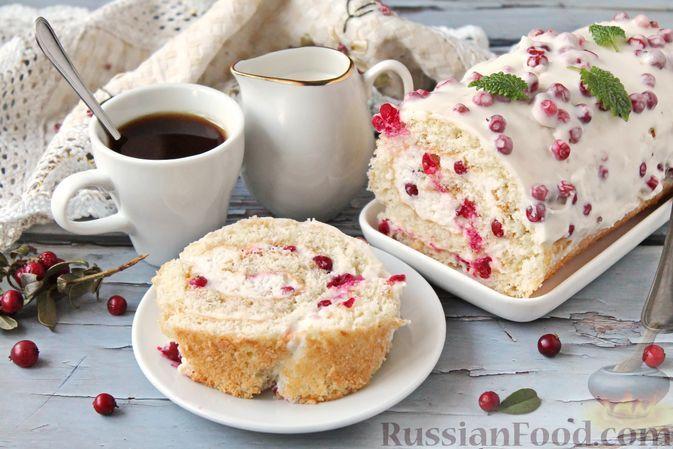 Фото к рецепту: Бисквитный рулет со сливочно-ягодным суфле