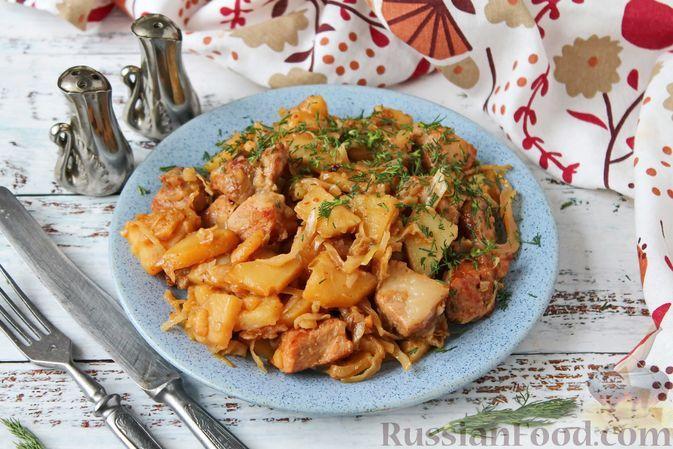 Фото к рецепту: Картошка, тушенная со свининой и капустой