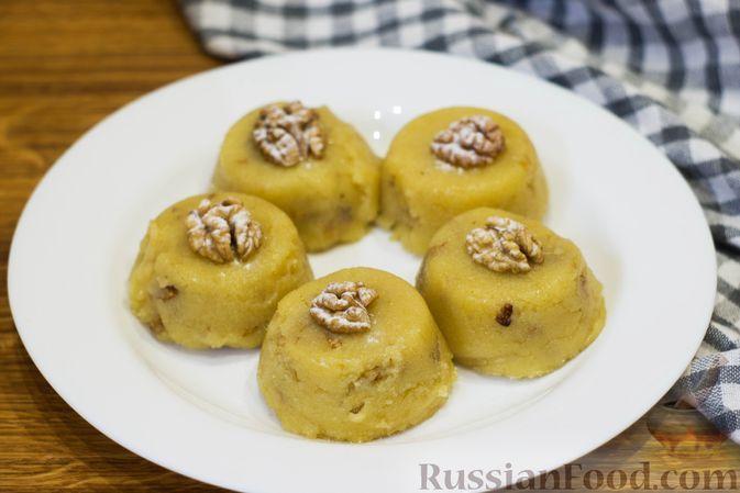 Фото к рецепту: Десерт из манной крупы с грецкими орехами
