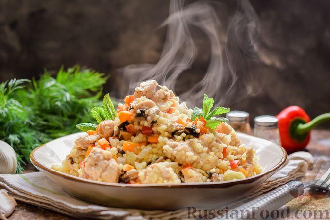 Фото к рецепту: Кускус с курицей, грибами и овощами, в духовке