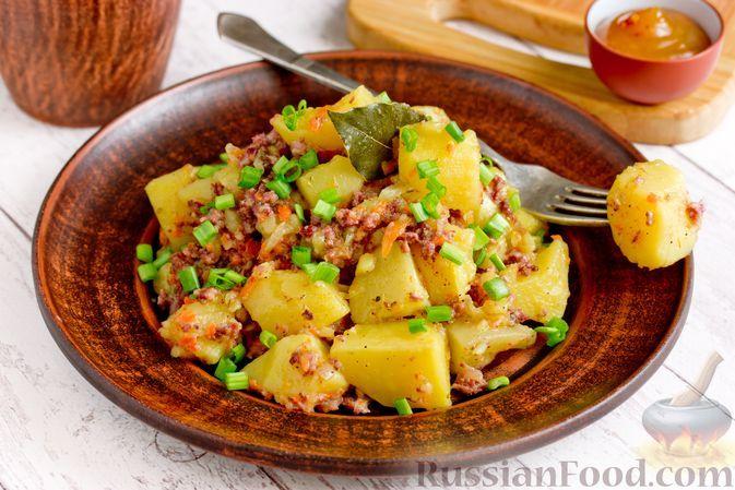 Фото к рецепту: Тушёная картошка с тушёнкой
