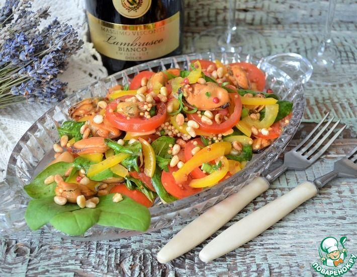 Рецепт: Салат с копчёными мидиями и шпинатом