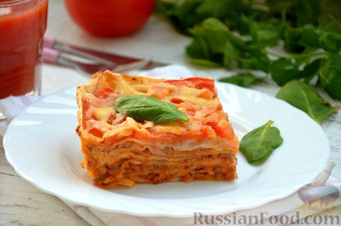 Фото к рецепту: Быстрая лазанья из лаваша с соусом болоньезе, помидорами и сыром