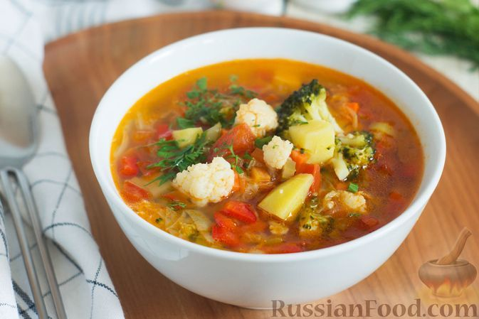 Фото к рецепту: Овощной суп с капустой, помидорами, сладким перцем и сельдереем