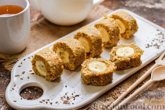Фото к рецепту: Банановый десерт с овсяными хлопьями, курагой и семечками подсолнечника