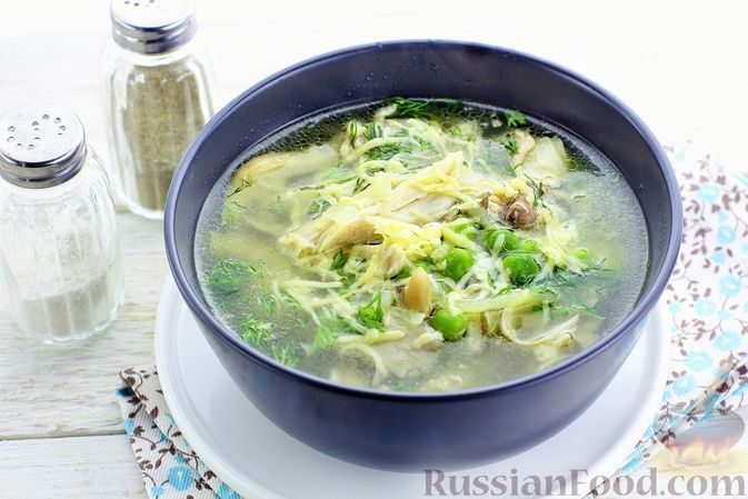 Фото к рецепту: Куриный суп с вешенками и зеленым горошком