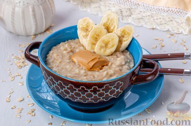 Фото к рецепту: Овсянка на молоке, с бананами и арахисовой пастой