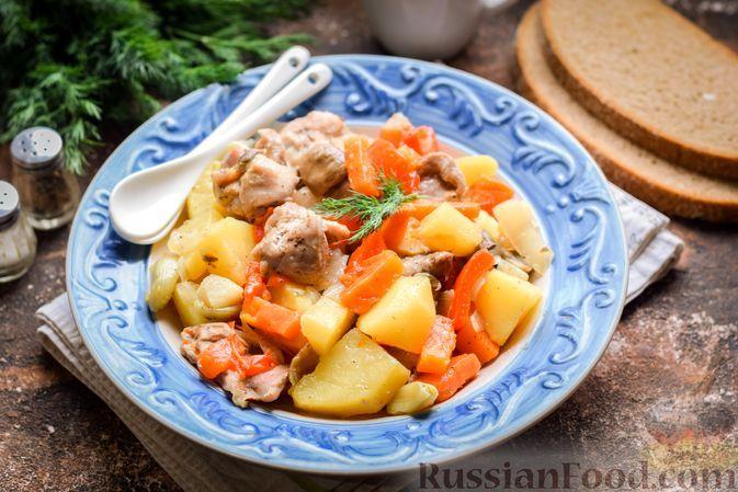 Фото к рецепту: Индейка, запечённая с грибами и овощами, в рукаве