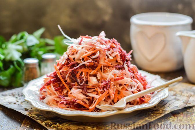 Фото к рецепту: Салат из свёклы, моркови, капусты и брынзы