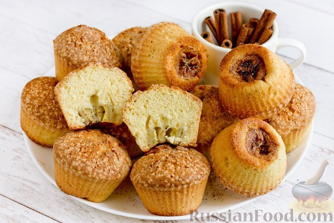 Фото к рецепту: Бисквитные кексы с бананами и корицей