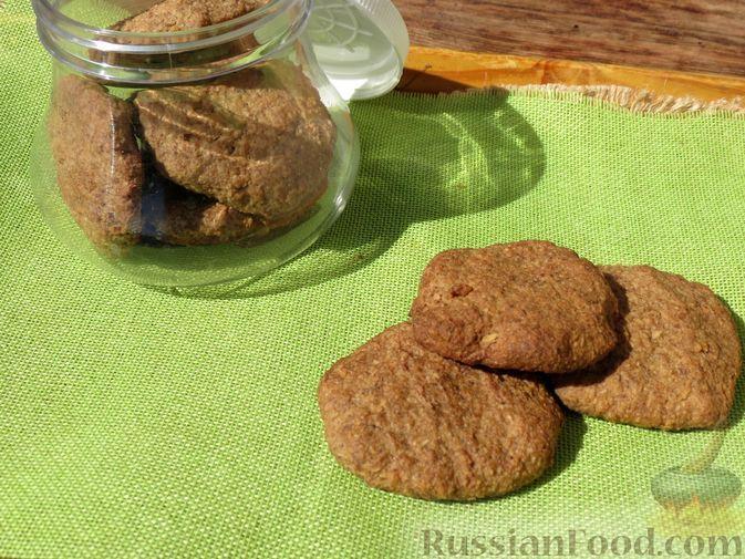 Фото к рецепту: Постное овсяно-льняное печенье на фруктовом пюре
