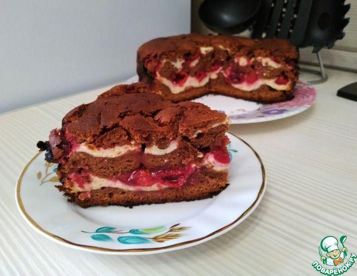 Рецепт: Шоколадный пирог с творогом и вишней