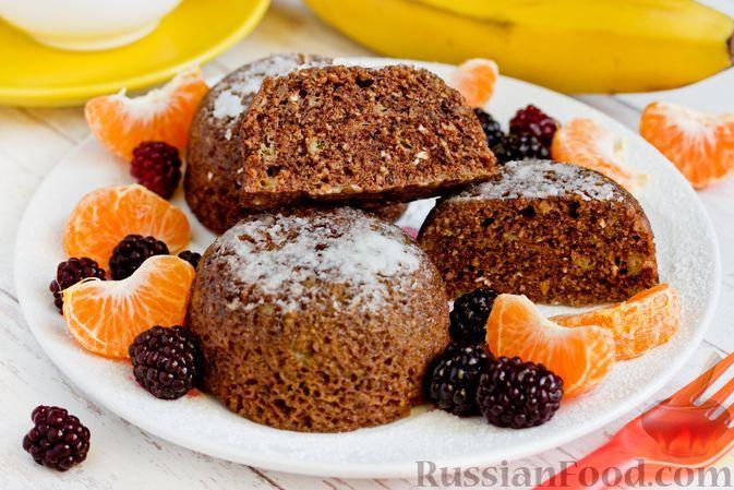 Фото к рецепту: Шоколадно-банановые кексы на овсяной муке (в микроволновке)