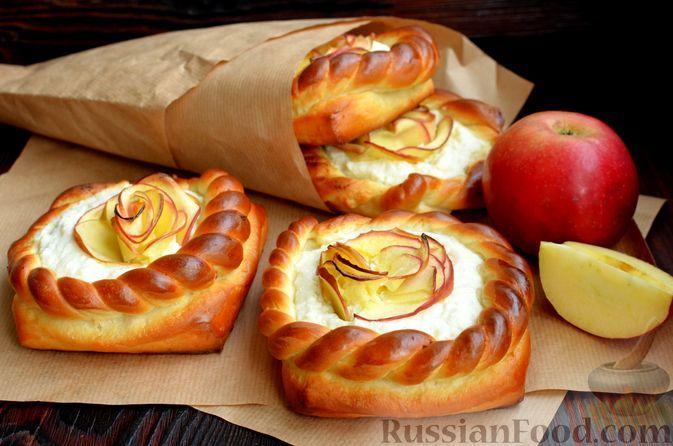 Фото к рецепту: Ватрушки с творожной начинкой и яблоком
