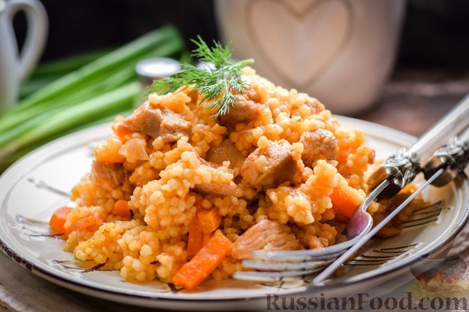Фото к рецепту: Кускус с индейкой и овощами, на сковороде
