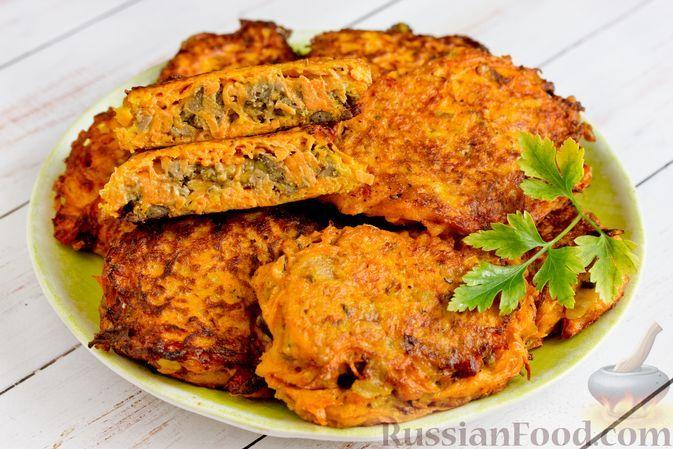 """Фото к рецепту: Куриная печень в морковной """"шубке"""""""