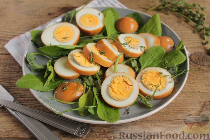Фото к рецепту: Яйца, маринованные в соевом соусе