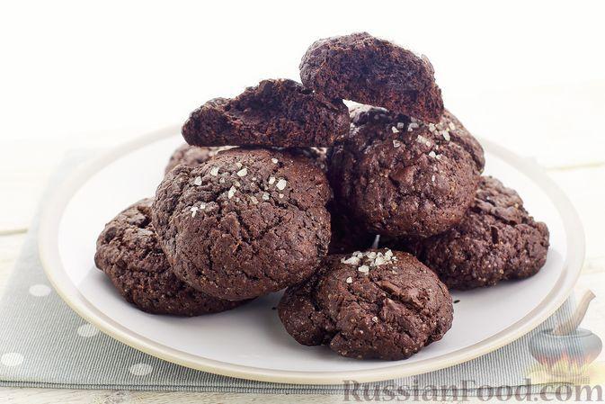 Фото к рецепту: Шоколадное печенье с морской солью