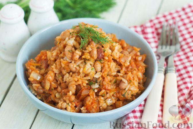 Фото к рецепту: Рис с консервированной фасолью и овощами в томатном соусе