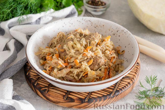 Фото к рецепту: Тушёная капуста с куриной печенью