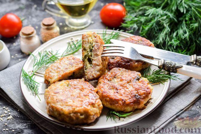 Фото к рецепту: Зразы из мясного фарша с черемшой и сыром
