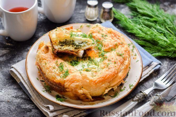 Фото к рецепту: Слоёный пирог с черемшой и яйцами