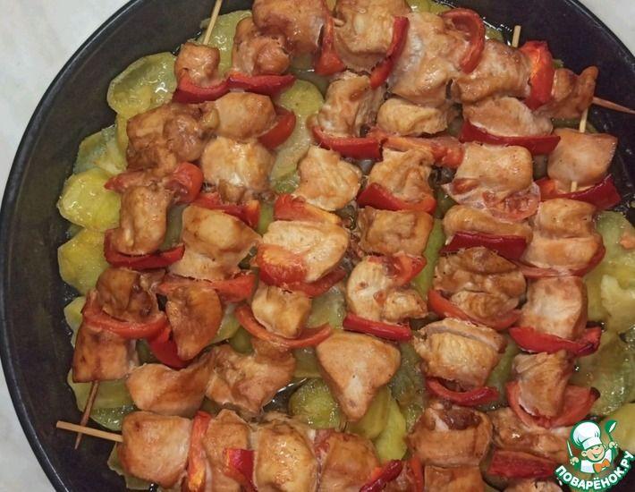 Рецепт: Куриный шашлык с картошкой в духовке