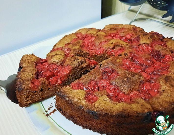 Рецепт: Шоколадный пирог с вишней, орехами и пряностями