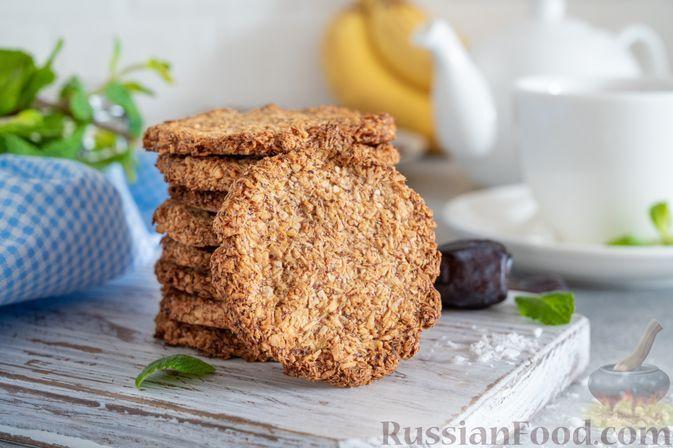 Фото к рецепту: Постное банановое печенье с финиками и кокосовой стружкой